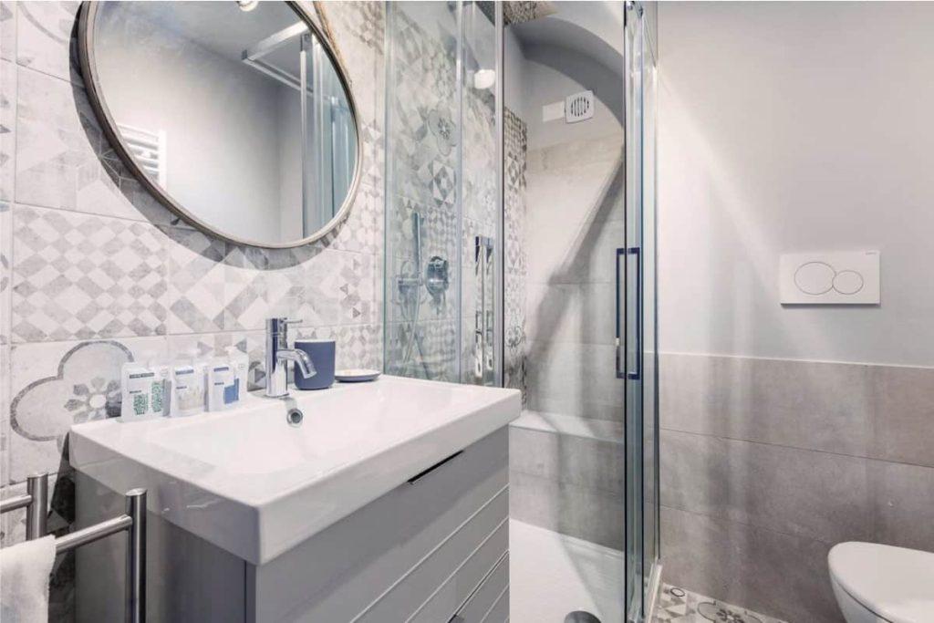 bagno doccia lavandino porta appartamento Valmontone roma