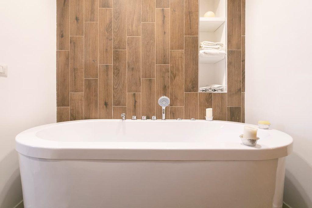 ristrutturazione bagno Colleferro vasca legno